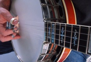 How to Play Banjo Along with a CD or DVD